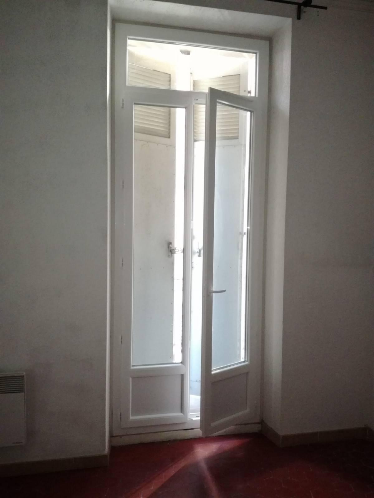 remplacement de porte fen tres pvc dans un appartement haussmannien installation et r novation. Black Bedroom Furniture Sets. Home Design Ideas