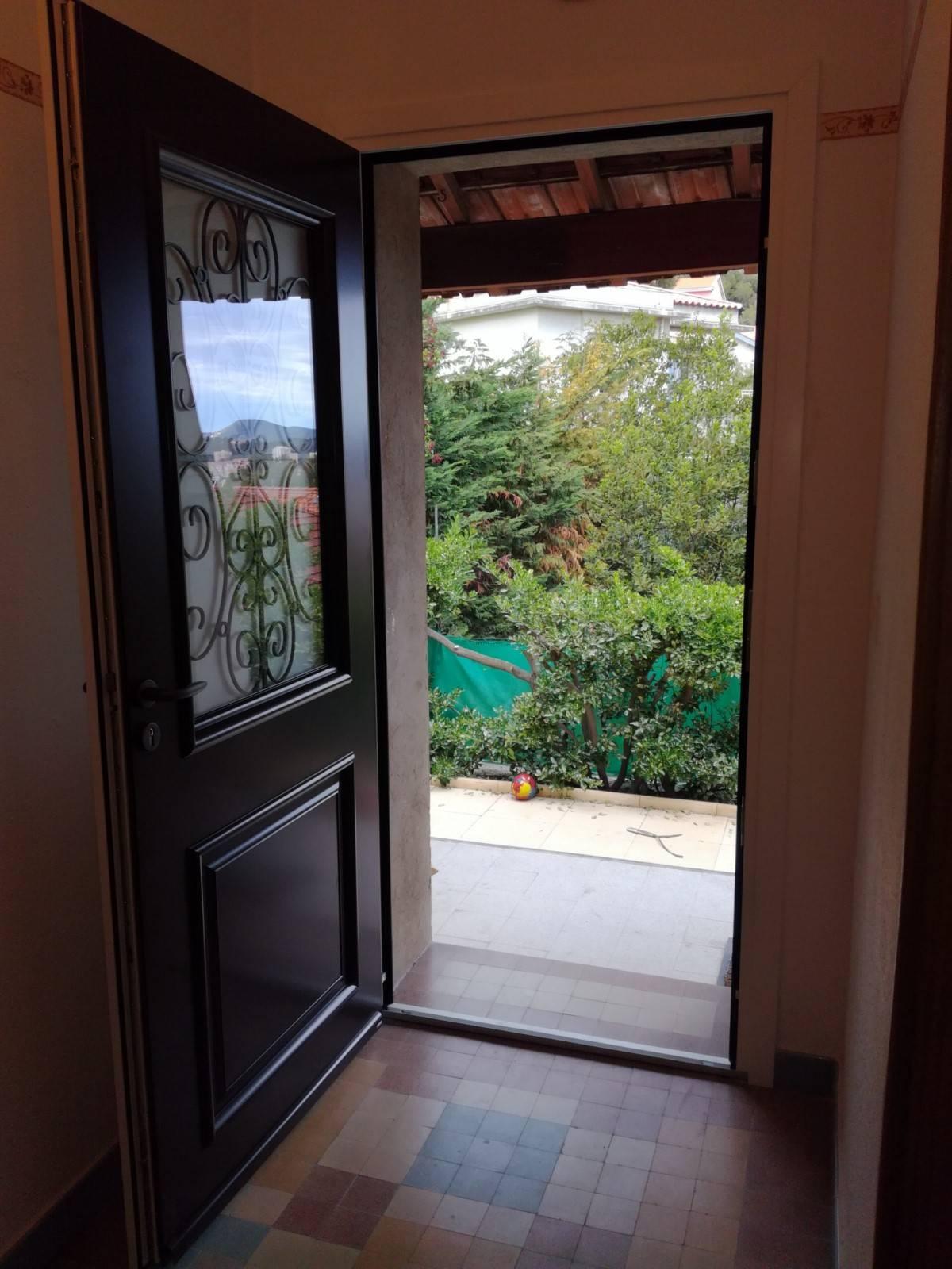 Remplacement d 39 une porte d 39 entr e en r novation toulon - Porte de renovation ...