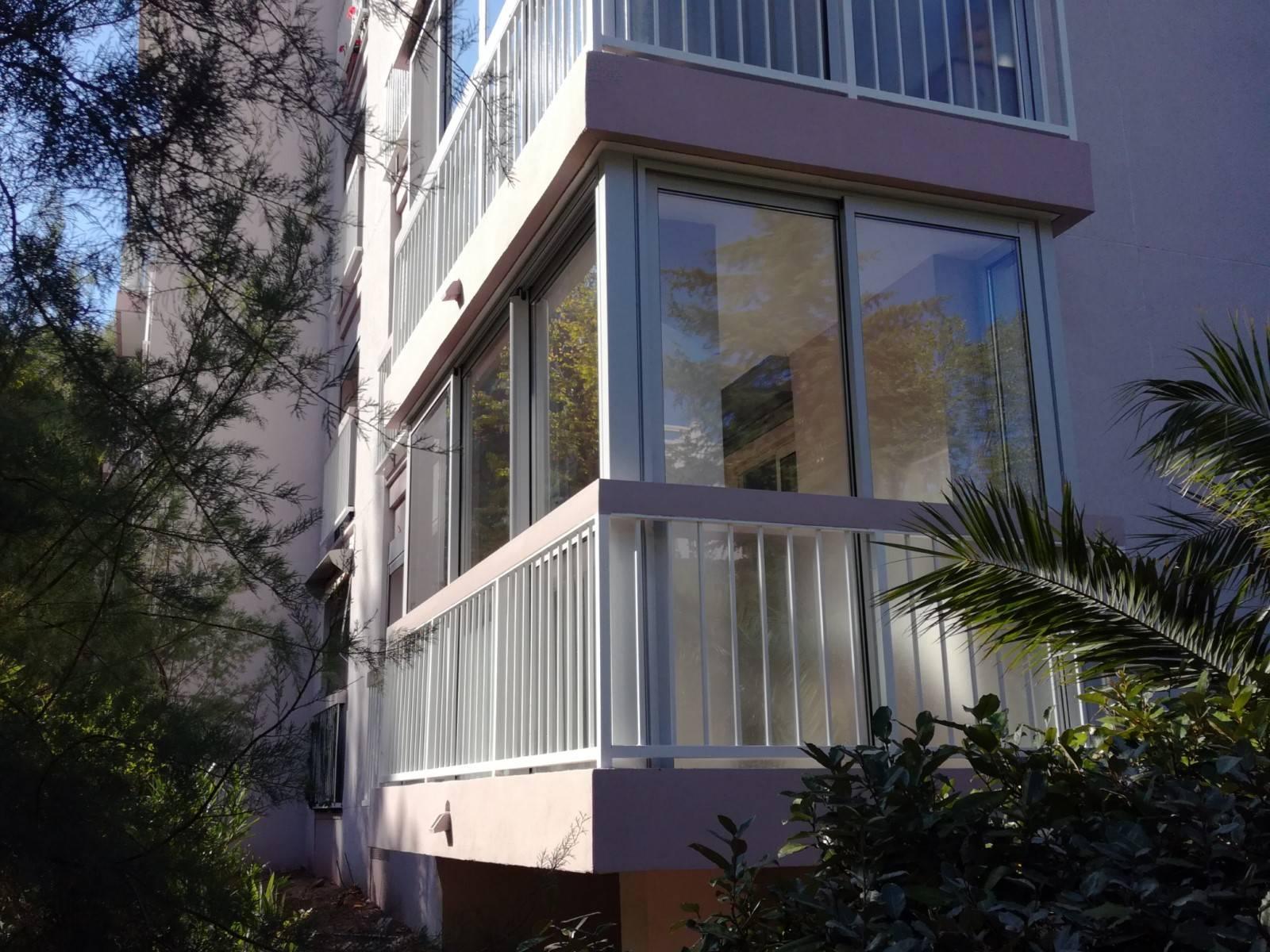 installation de deux fermetures de balcon en aluminium ollioules installation et r novation. Black Bedroom Furniture Sets. Home Design Ideas
